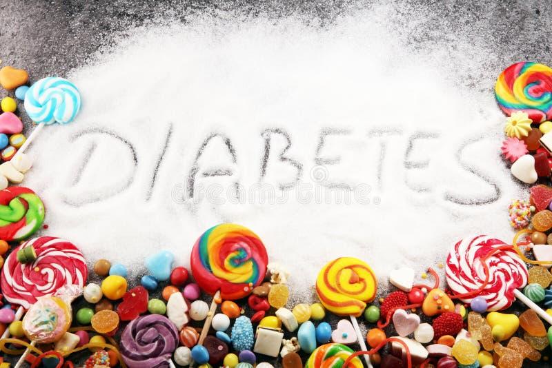 Pérdida de la dieta y de peso, negación del dulce texto de la diabetes con concepto Descripción del azúcar en negro Dulces Proble fotos de archivo