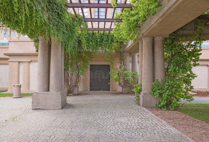 Pérgola de la arcada del jardín, Wroclaw fotos de archivo libres de regalías