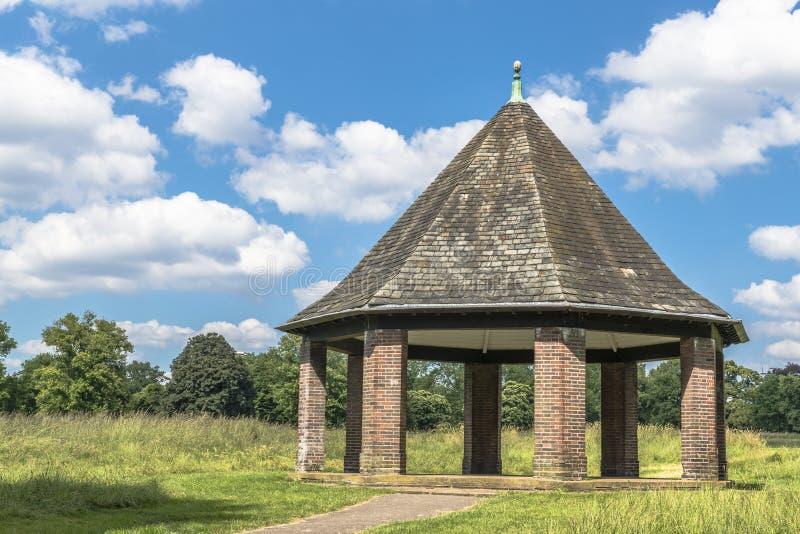 Download Pérgola En Hyde Park, Londres Imagen de archivo - Imagen de travieso, calma: 41903669