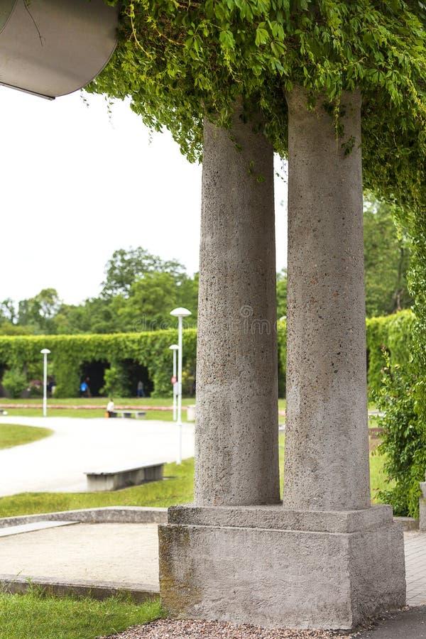Pérgola verde en el parque de Szczytnicki, Wroclaw, Polonia foto de archivo libre de regalías