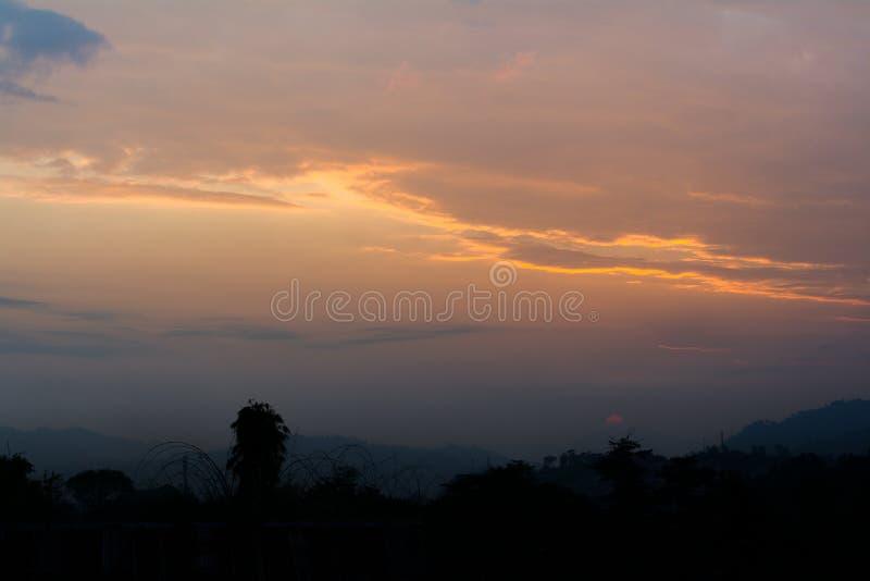 Période de coucher du soleil à Itanagar, Arunachal Pradesh, frontière de l'Indochine photo stock