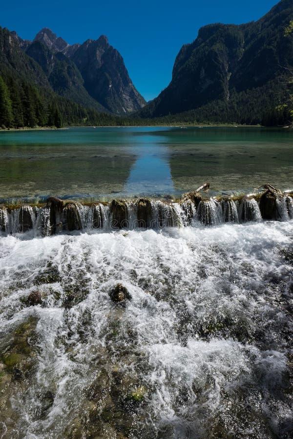 Pérola do ` de Braies- do lago do ` alpino dos lagos imagem de stock royalty free