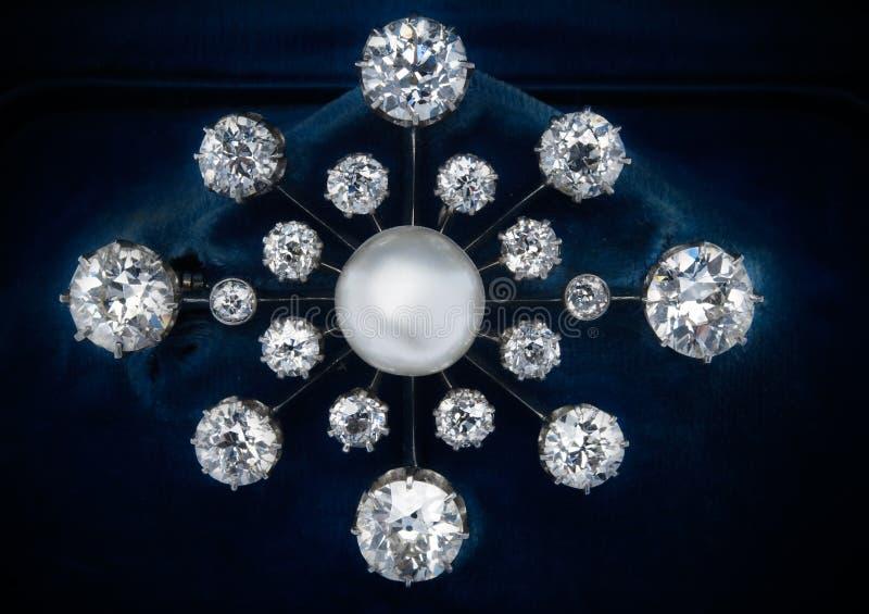 Pérola e Brooch do diamante imagem de stock