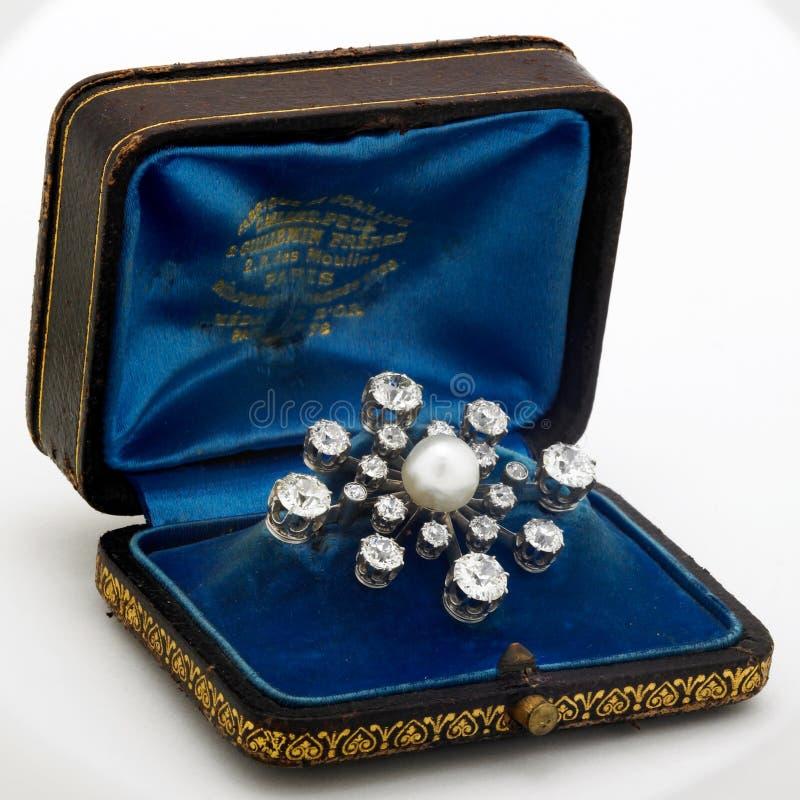 Pérola e Brooch do diamante foto de stock royalty free