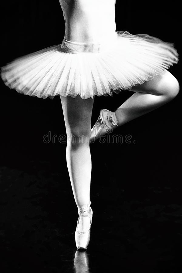Pés da bailarina, sapatas de Pointe dançarinos de bailado, benevolência, flexibilidade, dançando bailarina, sapatas do pointe, da fotos de stock royalty free