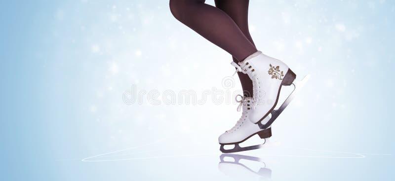 Pés da mulher em botas da patinagem no gelo ilustração do vetor