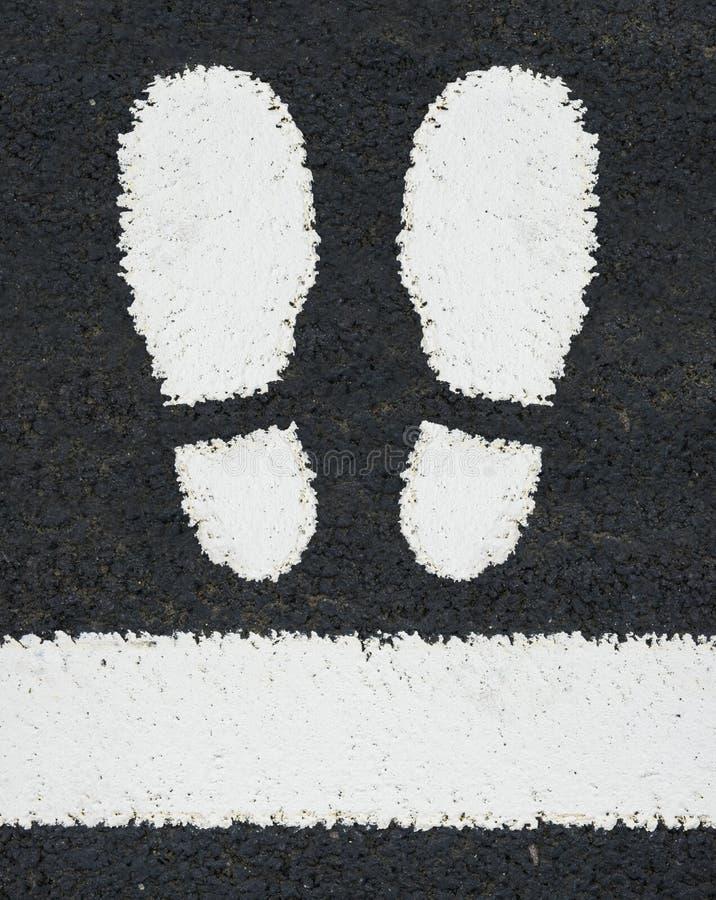Download Pés Das Marcações De Estrada Imagem de Stock - Imagem de grungy, environmentalism: 80101595