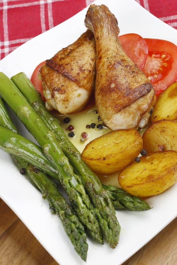 Pés de galinha com vegetais fritados fotos de stock