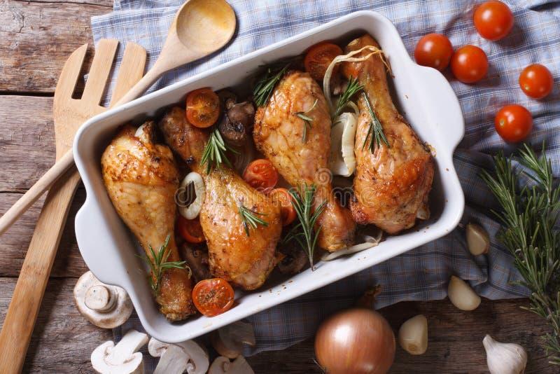 Pés de galinha cozidos com opinião superior horizontal do close-up dos vegetais fotos de stock