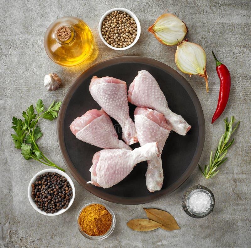 Pés de galinha e várias especiarias fotos de stock royalty free