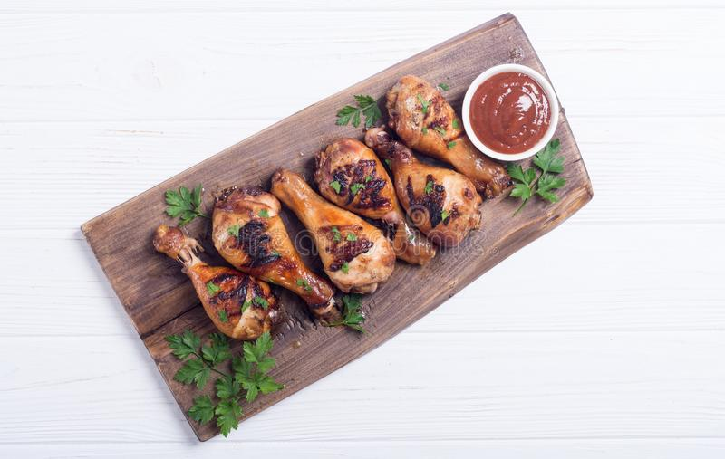 Pés de galinha grelhados com molho de tomate imagem de stock royalty free