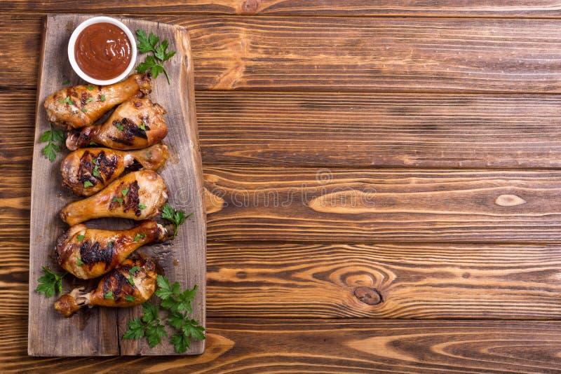 Pés de galinha grelhados com molho de tomate foto de stock royalty free