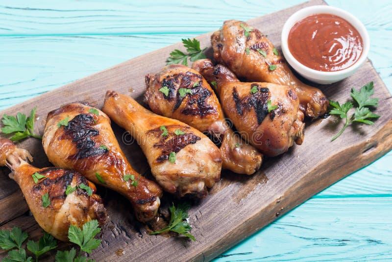Pés de galinha grelhados com molho de tomate fotografia de stock royalty free