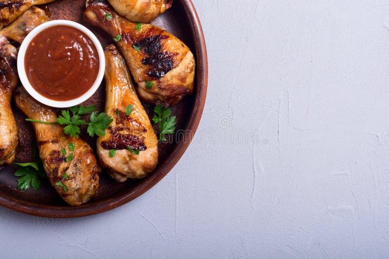 Pés de galinha grelhados com molho de tomate foto de stock