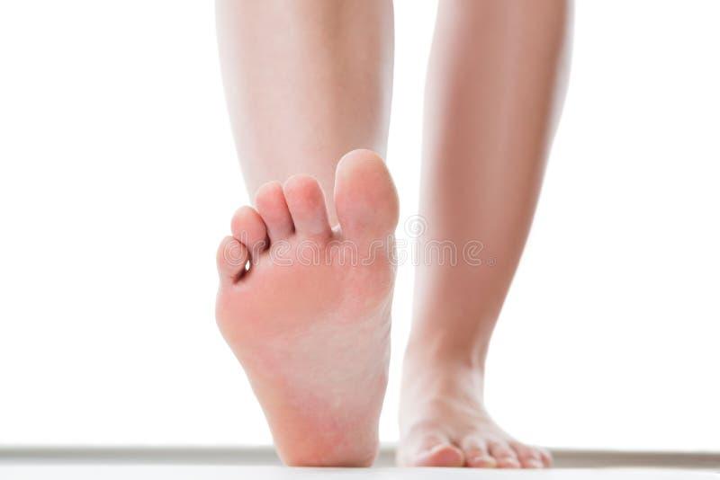 Pés do conceito do cuidado, pé fêmea, quiropodia isolado no fundo branco foto de stock royalty free