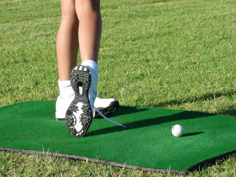 Pés do jogador de golfe imagem de stock