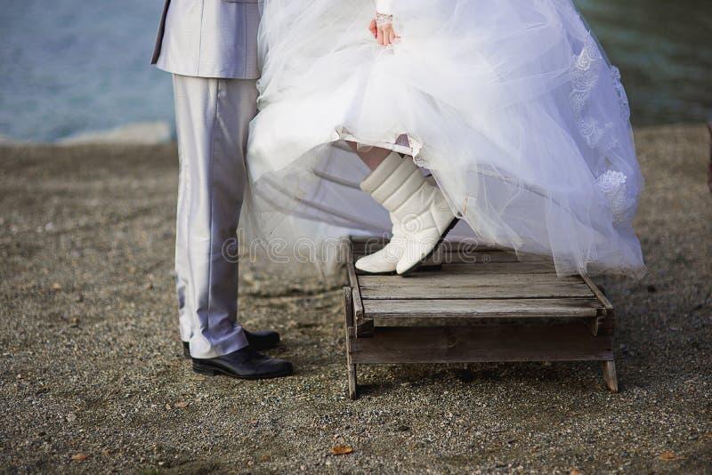Pés do recém-casado imagens de stock