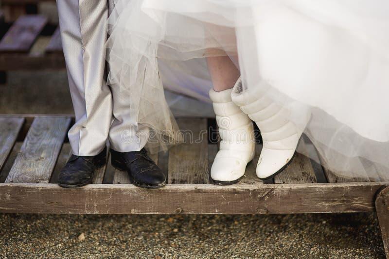 Pés do recém-casado fotografia de stock