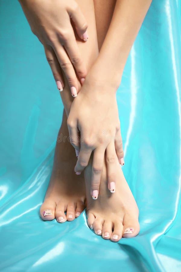 Pés dos termas, massagem do pé dos pés nos termas Cuidado de pés da mulher Stocki dos pés foto de stock