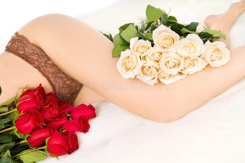 Pés e rosas imagens de stock