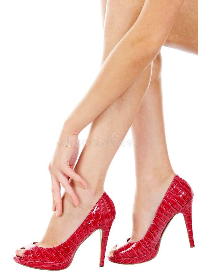 Pés fêmeas, braço e saltos elevados | Isolado foto de stock royalty free