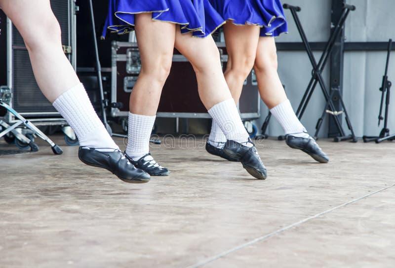 Pés fêmeas de três dançarinos irlandeses foto de stock royalty free