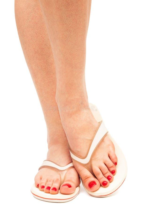 Pés fêmeas nas sandálias fotos de stock