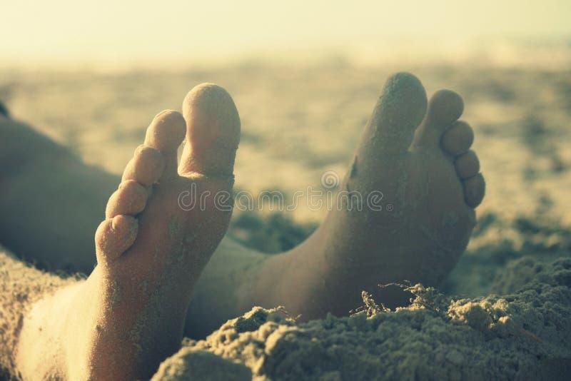 Pés na areia imagem de stock royalty free