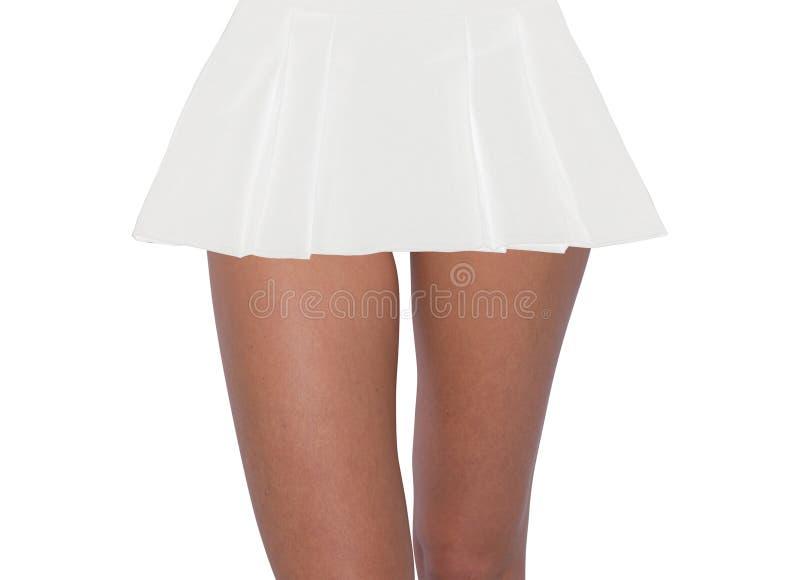 Pés 'sexy' da mulher na saia imagens de stock