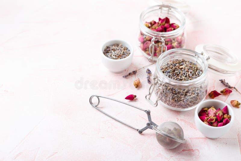 Pétales et bourgeon floraux de Rose pour l'aromatherapy photo libre de droits