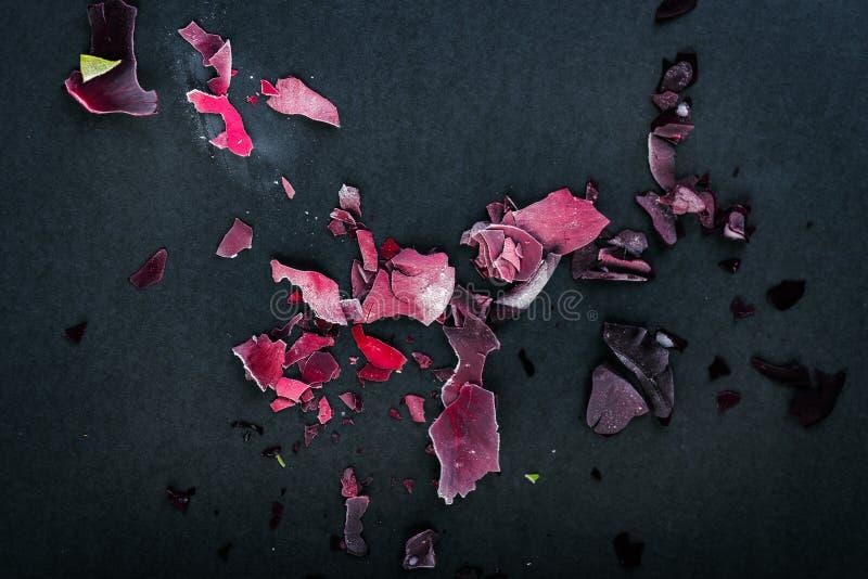 Pétalos Color De Rosa Congelados Foto de archivo - Imagen de negro ...