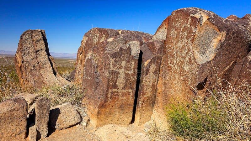 Pétroglyphes antiques au site de pétroglyphe de trois rivières dans nouveau Mexic image stock