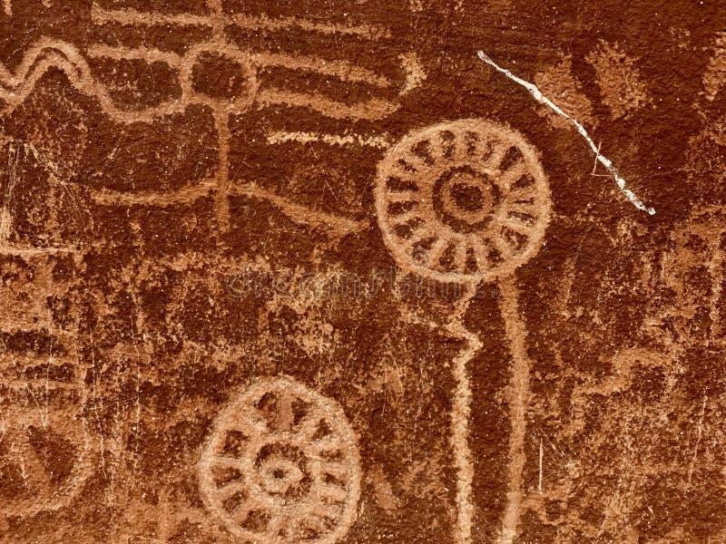 Pétroglyphes antiques, vallée de parc d'état du feu, Nevada, Etats-Unis image libre de droits