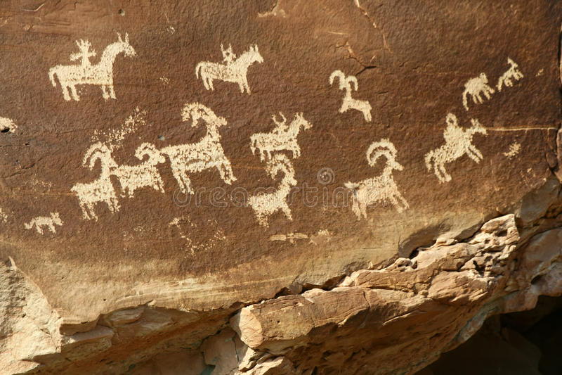 Pétroglyphes dans les voûtes stationnement national, Utah image stock