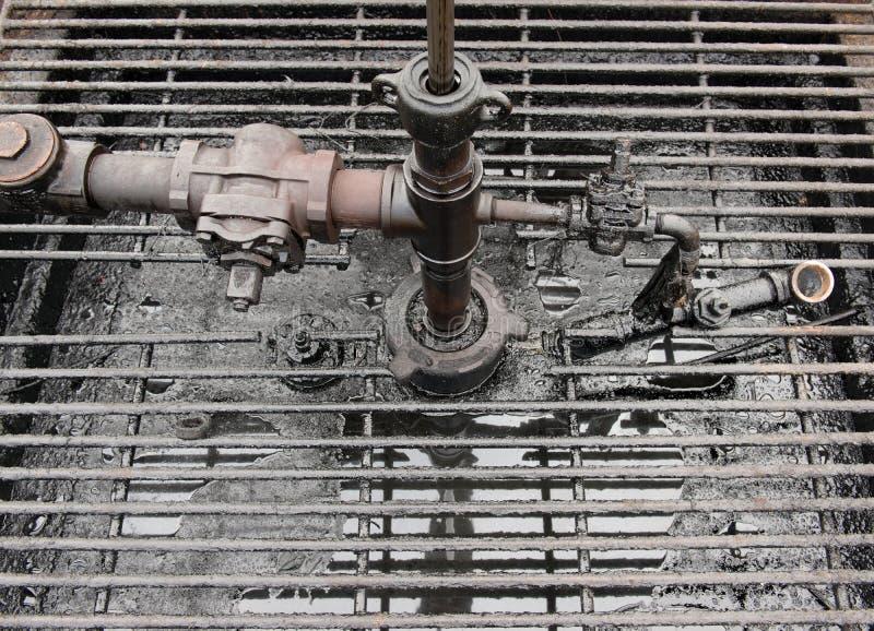 Pétrole brut de puits de pétrole image stock