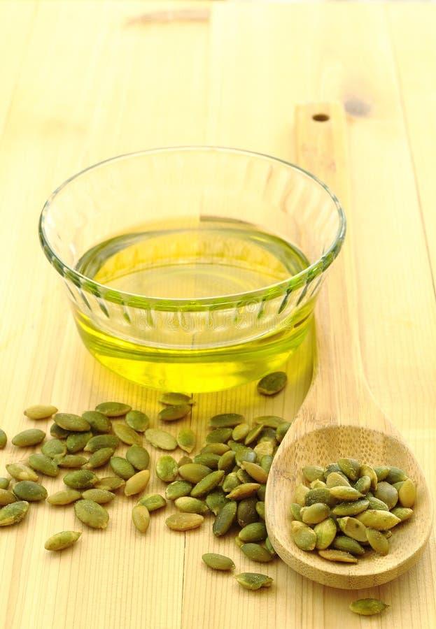 Pétrole de graine de citrouille photo stock