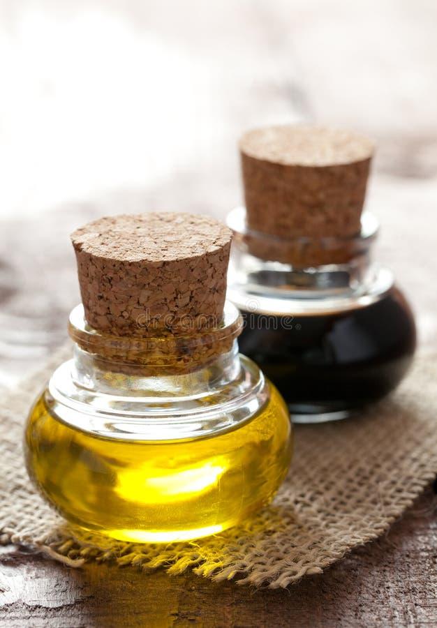 Pétrole et vinaigre balsamique photos stock