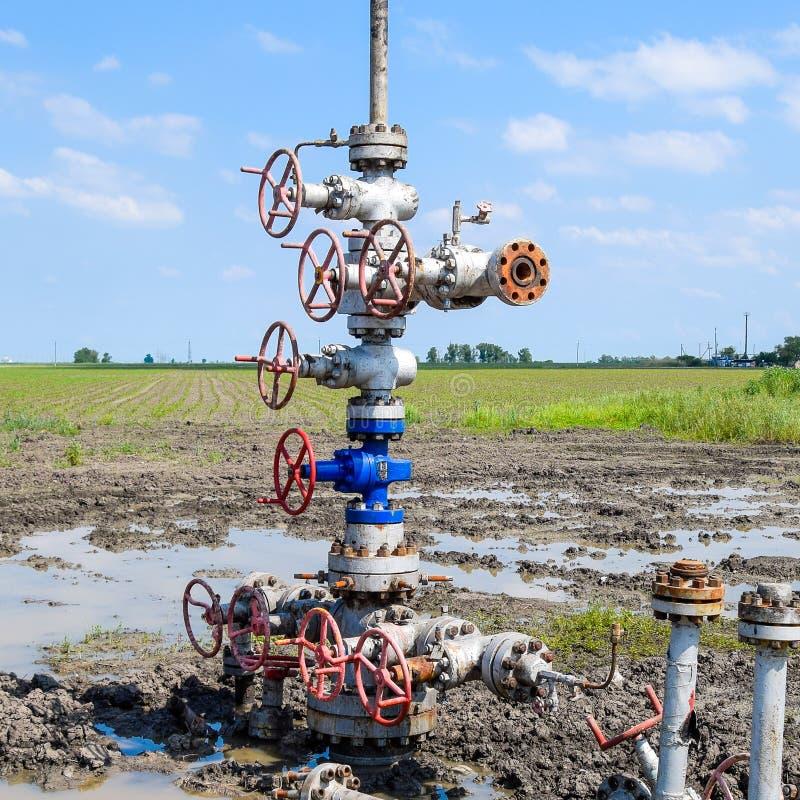 Pétrole puits après la réparation dans la boue et les magmas photo libre de droits