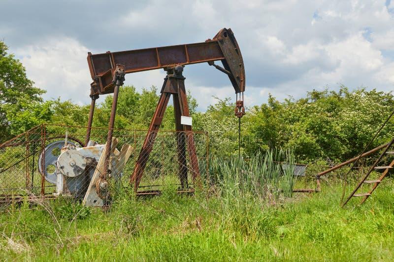 Pétrole puits sur un paysage photo libre de droits