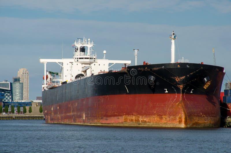 Pétrolier dans le port de Rotterdam photos libres de droits