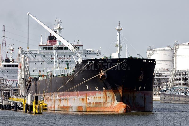 Pétrolier embarquant le port terminal photo stock