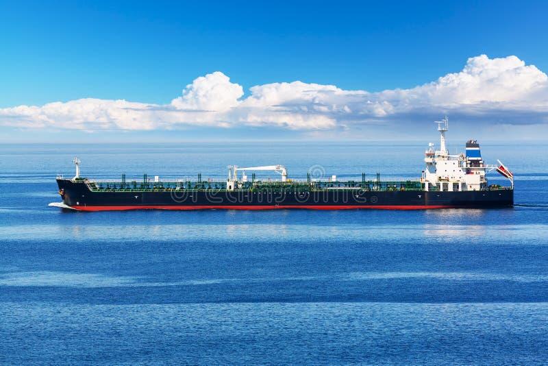 Pétrolier industriel de pétrole et de produit chimique photographie stock