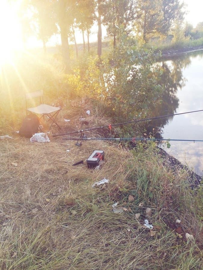 Pêche au lac bulgare pendant le matin photographie stock
