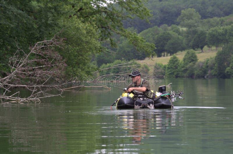 Pêche avec un tube de flotteur photo libre de droits