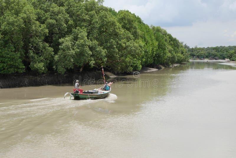 Pêche, bateau, rivière photos libres de droits