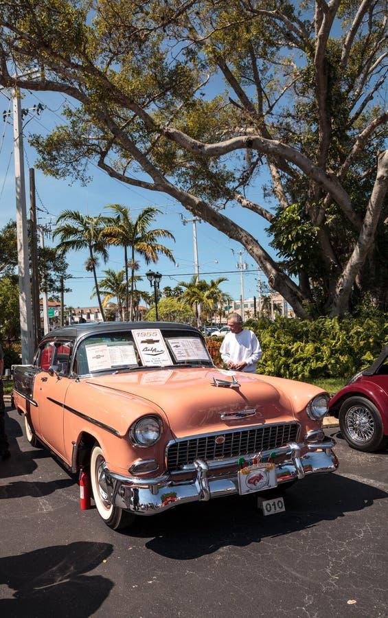 P?che Chevrolet 1955 Bel Air au Car Show classique de trente-deuxi?me d?p?t annuel de Naples image libre de droits