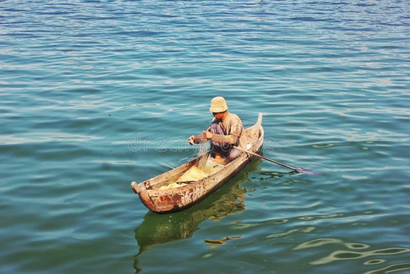 Pêche dans le lac de maninjau images libres de droits