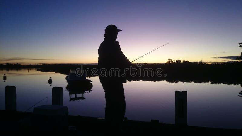 Pêche de coucher du soleil photo stock