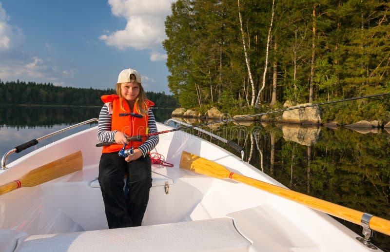 Pêche de jeune fille de bateau photos libres de droits