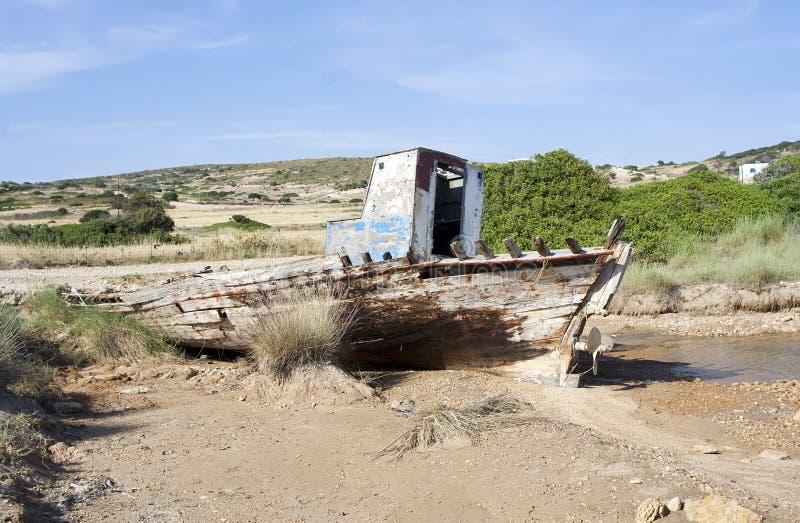 Pêche de l'épave de bateau en île de Koufonissi image stock